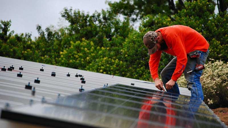 SolarTech Installing Solar Energy System